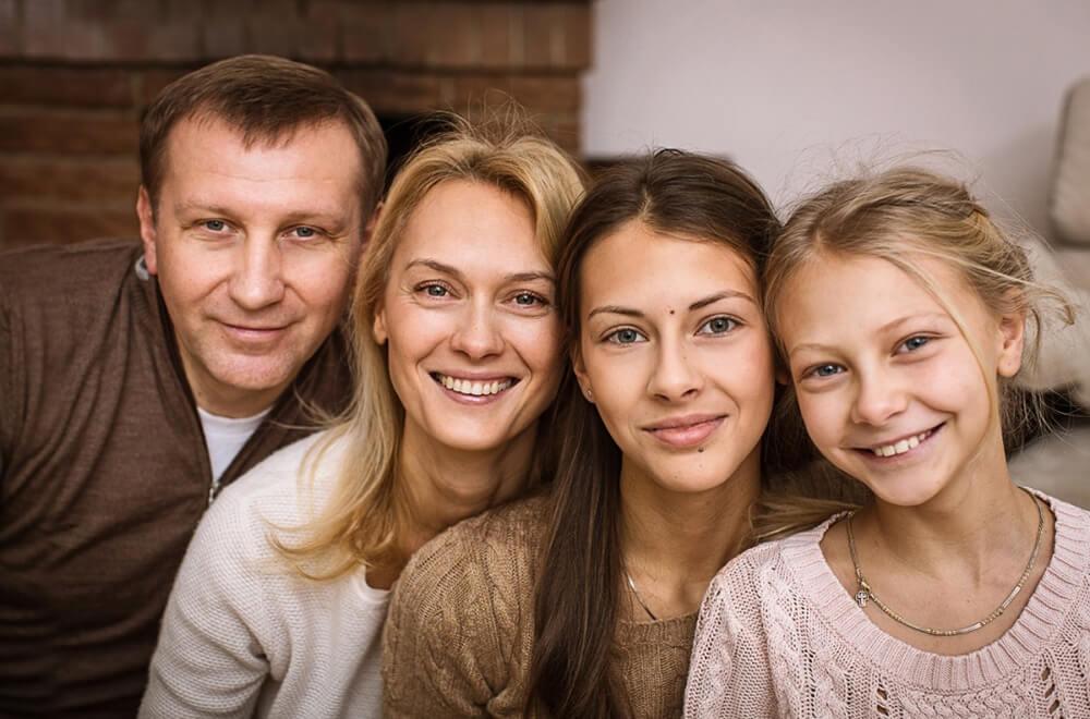 Семейная фотосессия в студии недорого