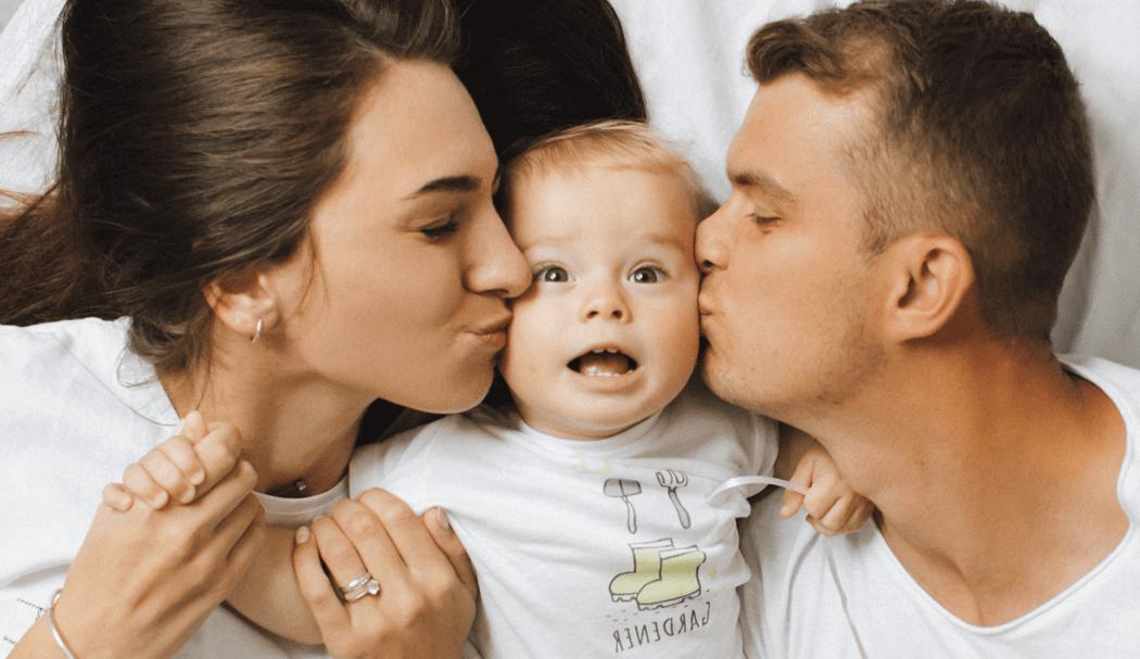 Семейная фотосессия в студии с родителями