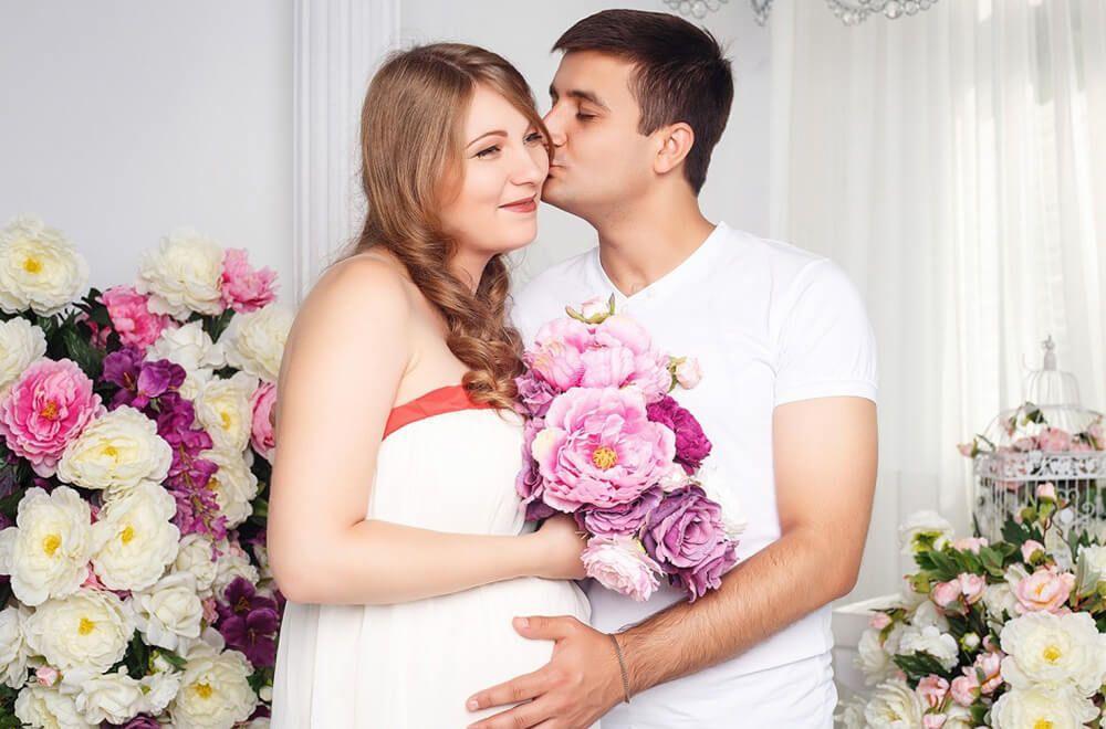 Фотосессия беременных с мужем в студии