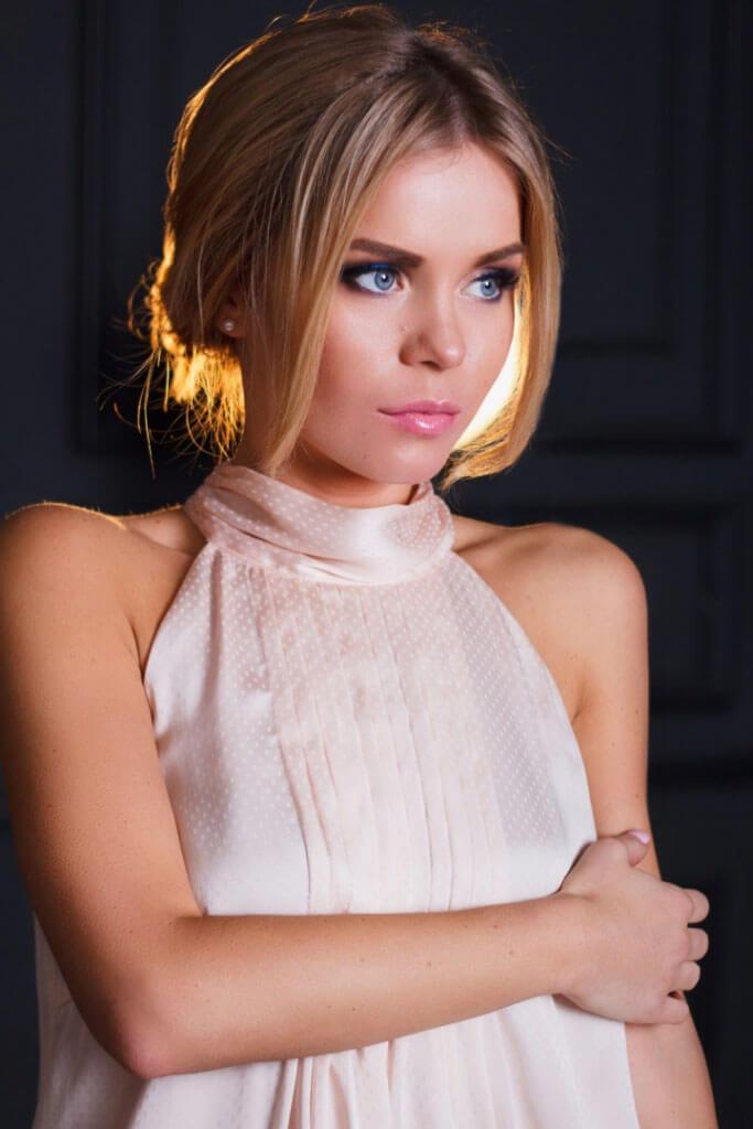 Фотосессия девушки в белом