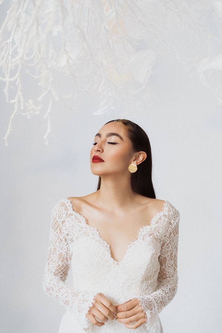 Фотосессия в студии в свадебном платье